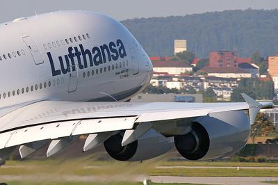 Lufthansa-Maschine beim Start: 50 CSU-Politiker mussten Deutschland zwangsweise verlassen und wurden nach Bayern abgeschoben.
